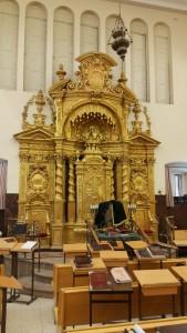 ארון הקודש בישיבת פוניבץ